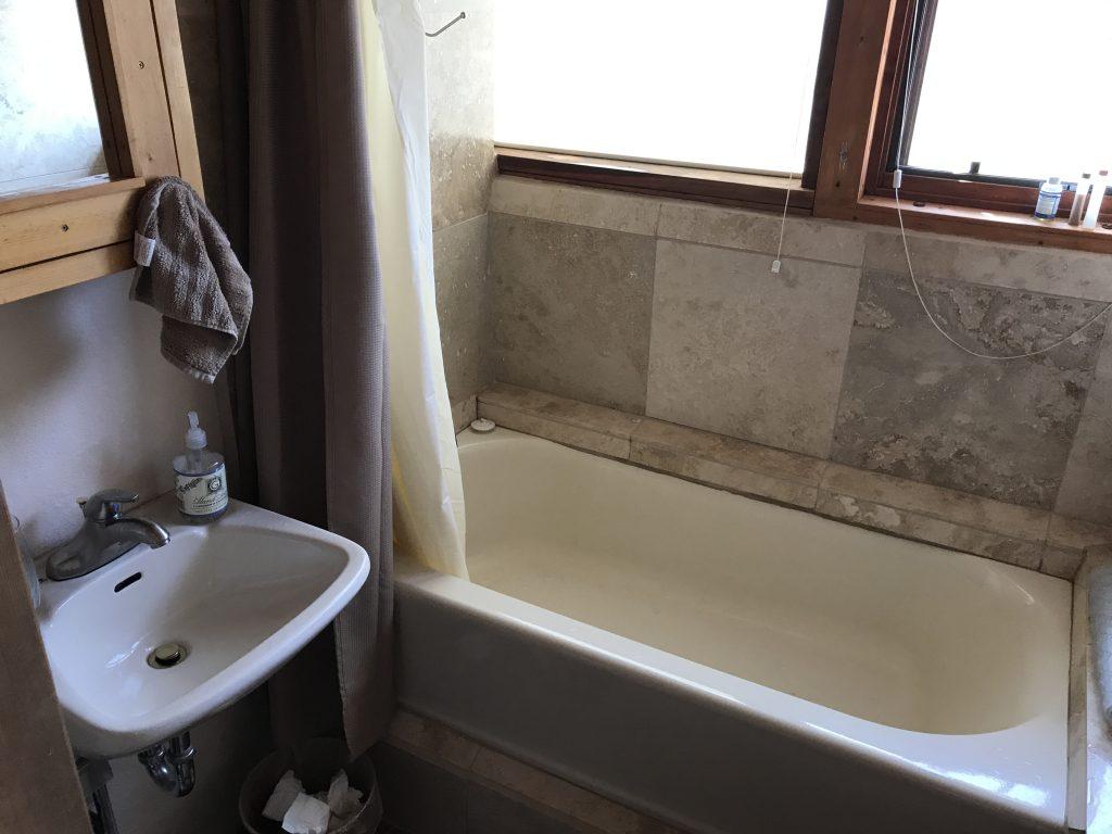 eagle-earthship-bathroom