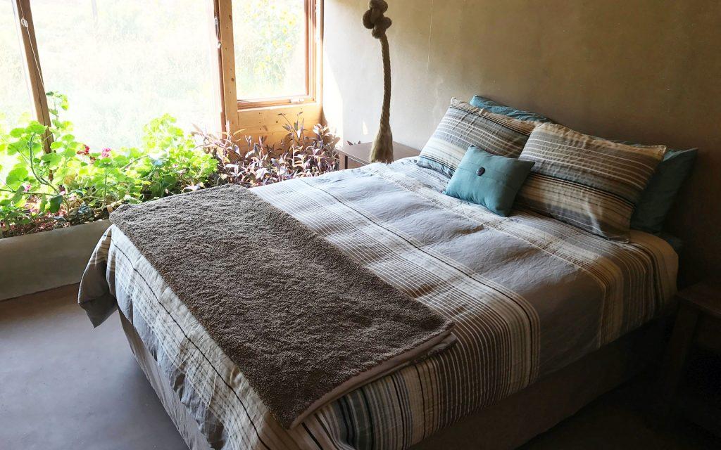 eagle-earthship-bedroom
